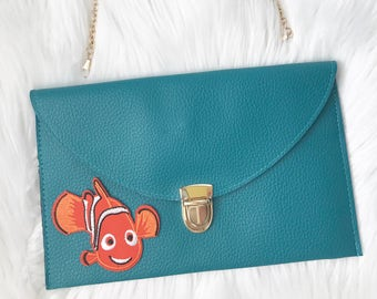leather envelope clutch with patch / nemo