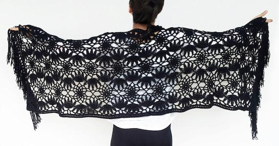 prezzo scontato 50-70% di sconto ultima collezione Scialle nero fatto con forcella e uncinetto con foglie palmate, di lana -  frangia opzionale