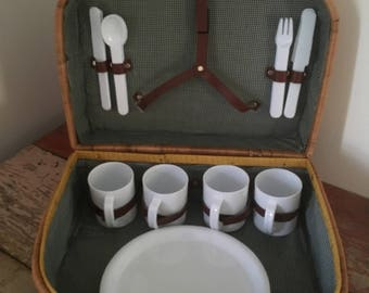 Vintage Wicker Picnic Basket with Plastic Plates, Cups, Silverware #1088