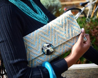 Shoulder bag beige and turquoise in natural fiber and Horn from Buffalo Fabrication Artisanale Collection Elegance • • •