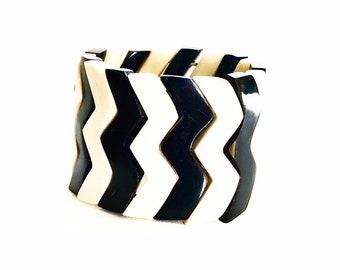 Geometric bracelet zig zag bone & Horn from Haiti raw • link stretch •Handmade by Haitian artisans charity • •