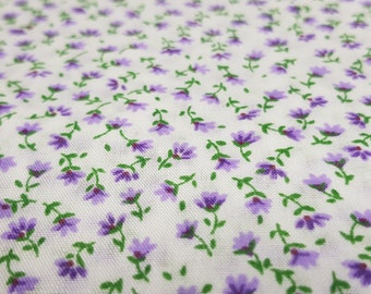Bianco con fiori viola