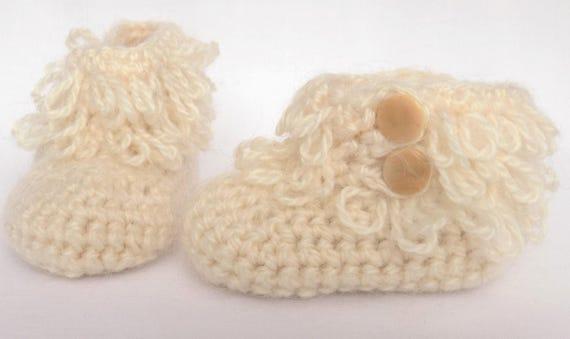 92259cf644e3 Chaussons bottines mini bottes bébé mohair et acrylique   Etsy