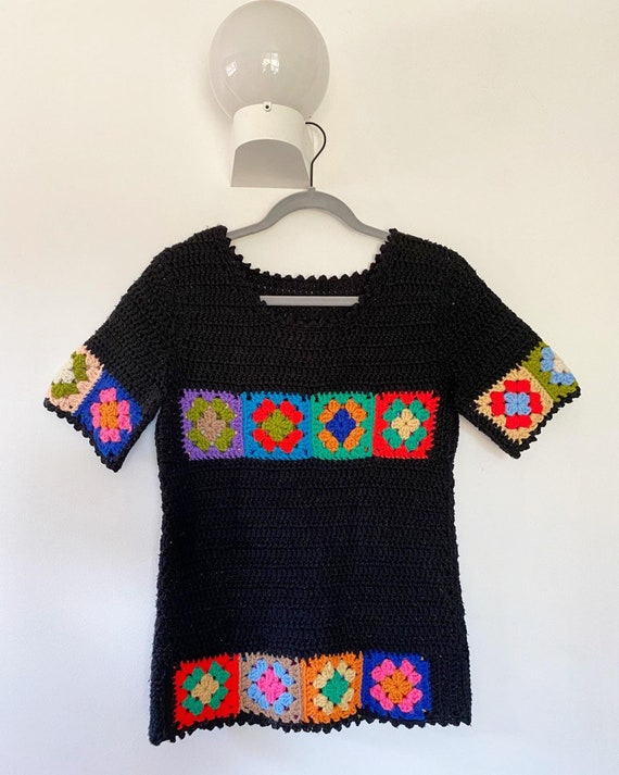 Vintage 1970s Sweater / 70s Granny Square Crochet