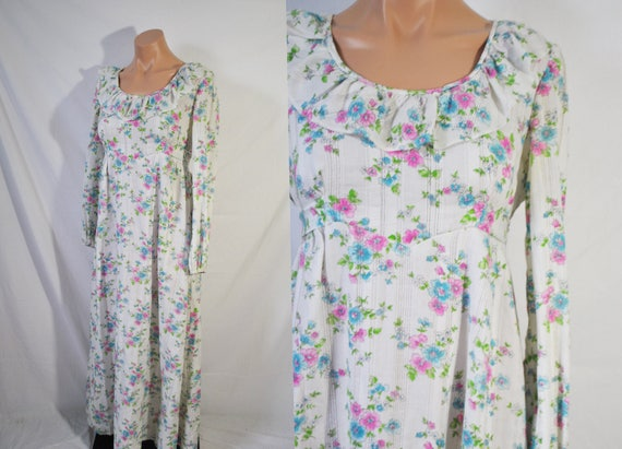 Vintage 70s White Floral Maxi Dress Long Sleeved S