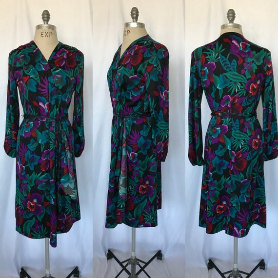Vintage Floral Cotton 70/'s Midi Dress in Navy and Purple