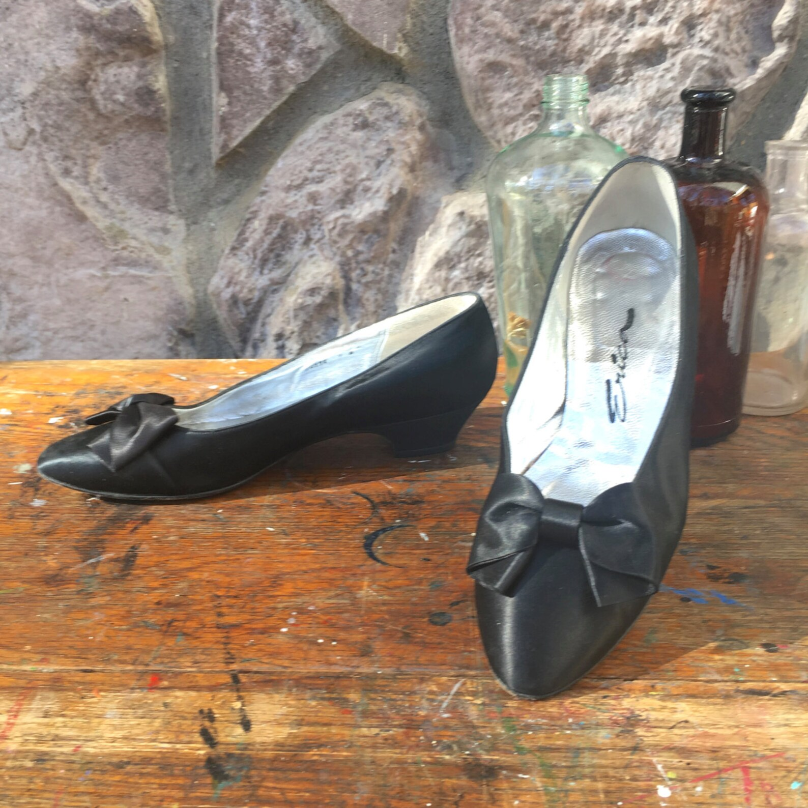 vintage 80s erica shoes / black satin ballet flats / low heels pointy toes / bows on the toes / leather soles / women's size