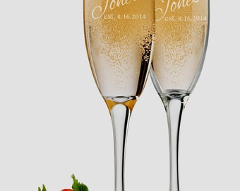 Mr. & Mrs. Wedding Champagne Flutes, 6 oz Personalized Engraved Set of 2, Custom Bride and Groom Toasting Glasses, Engagement Wedding Favors