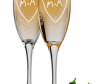Tree Carving Bride and Groom Flutes, Set of 2 Personalized Engraved 6 oz Champagne Glasses, Mr and Mrs Wedding Toasting Glasses, Favors