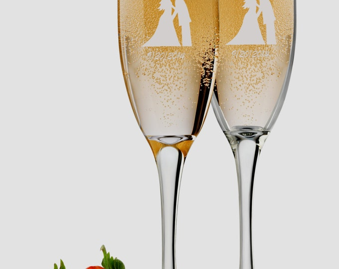 Mr. & Mrs. Wedding Champagne Flutes, 6 oz Personalized Engraved Set of 2, Custom Bride and Groom Toasting Glasses, Engagement Wedding Favors