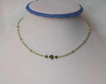 Nature peridot choker with Swarovski crystal beads and sterling silver extender