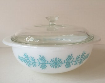 Vintage Pyrex Deluxe Hostess Casserole, Frost Garland Pyrex Covered Casserole Dish, Rare Pyrex Turquoise Snowflake Dish