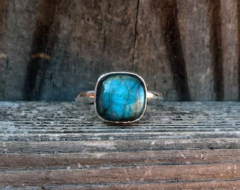 Labradorite Ring - Blue Ring - Green Ring - Cushion Cut ring - Sterling Silver - Everyday Ring - Labradorite - Gemstone Ring - Bohemian