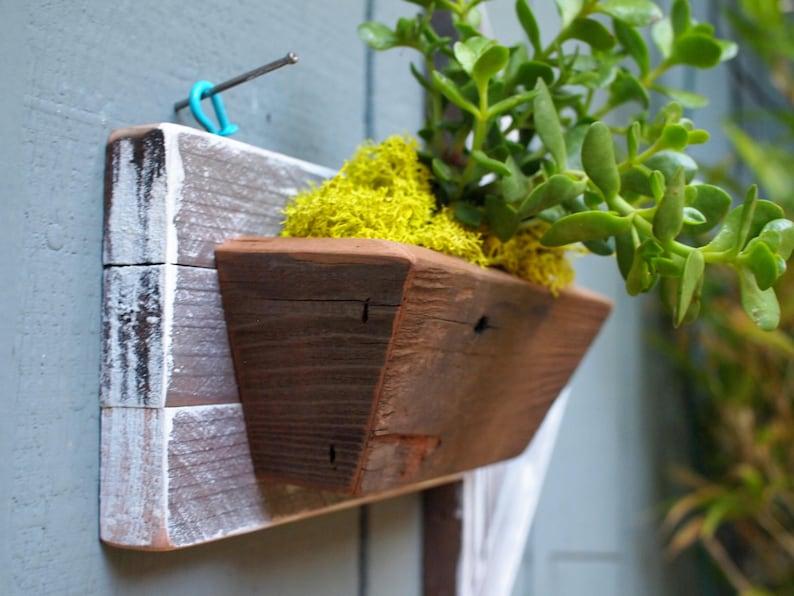 Farmhouse decor Wood Arrow Sign- Air plant holder Reclaimed  wall hanging Rustic wall planter Succulent planter Vertical garden