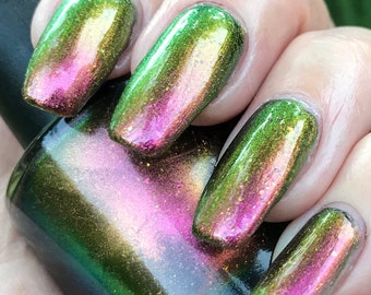 Safari  multichrome nail polish