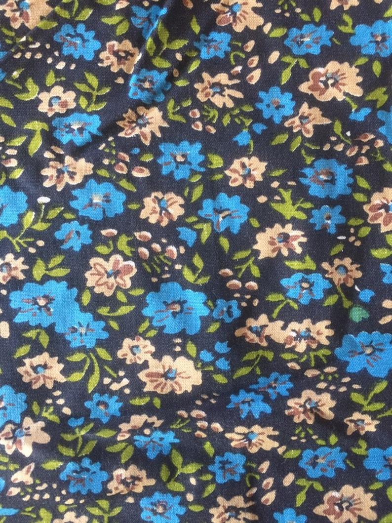 craft supplies. 285cm length Vintage 1970s floral cotton fabric dressmaking