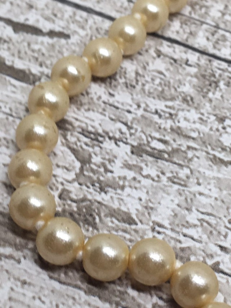 Faux Pearl Necklace With Pretty Pearl and Gold Tone clasp
