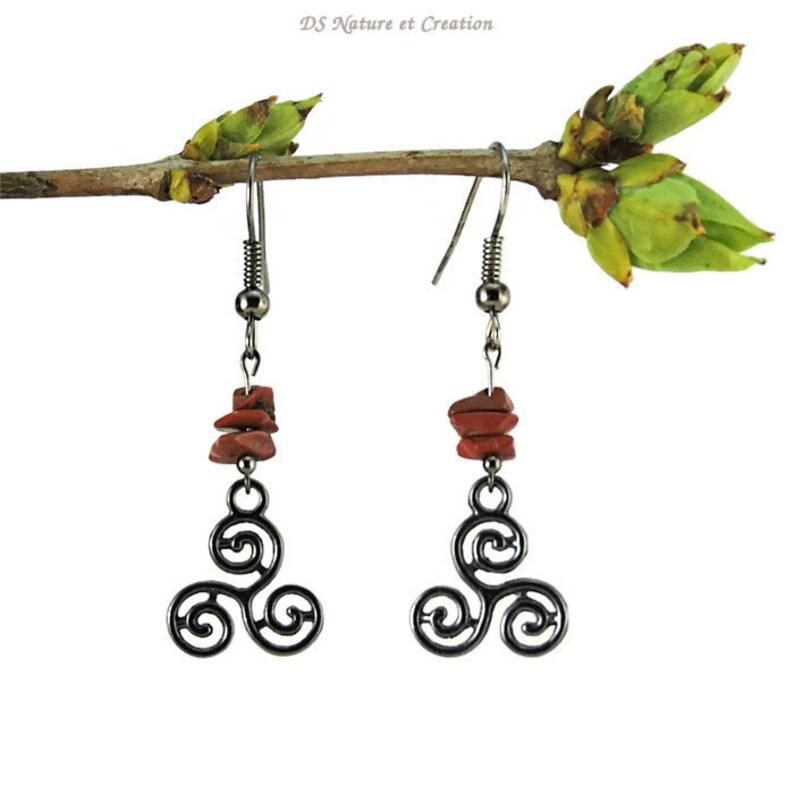 9dc316405acb Pendientes de plata celta negro jaspe rojo colgando triskel