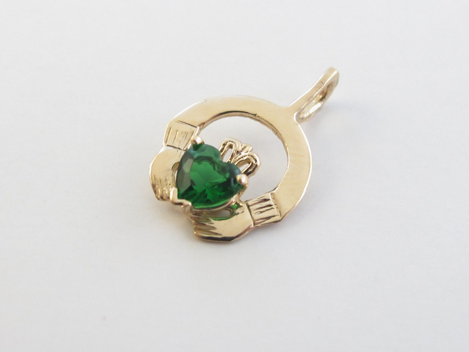 14K coeur Claddagh irlandais or jaune émeraude breloque breloque émeraude pendentif - pendentif amour irlandais 5e4c98