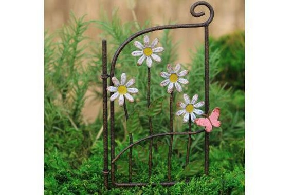 Dollhouse Miniature or Fairy Garden Metal Gate Pick with Daisies /& Butterfly