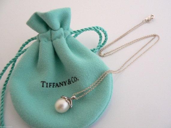 Tiffany   Co Sterling Silver Heart Cap Pearl Necklace Pendant  4fa2540783ec