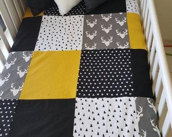 Couverture courtepointe doudou pour bébés - Grandeur bassinette - chevreuil, noir, blanc, jaune moutarde, curry