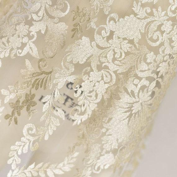 ... Lumière d or Floral dentelle tissu Ivoire luxe Alençon Alice Tulle luxe  Ivoire broderie exquise 33f87297d2c