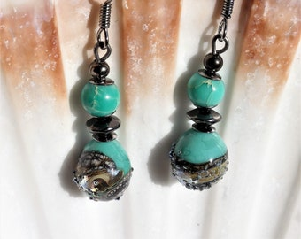 Earrings in turquoise, beige and black glass with Jasper beads