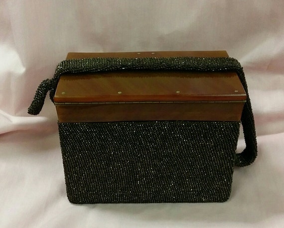 1930's Beaded Box Purse with Bakelite Top - image 4