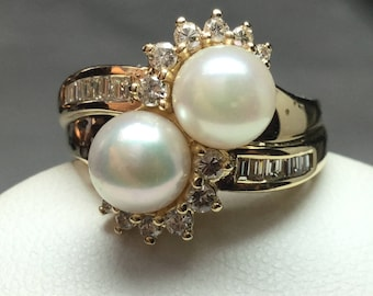Pearl and Diamond Ring 14 KT Yellow Gold