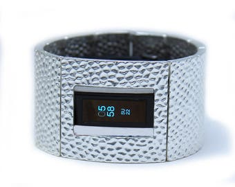 Fitbit Luxe Band Cover Bracelet: Hammersmith in Bright Silver with Window