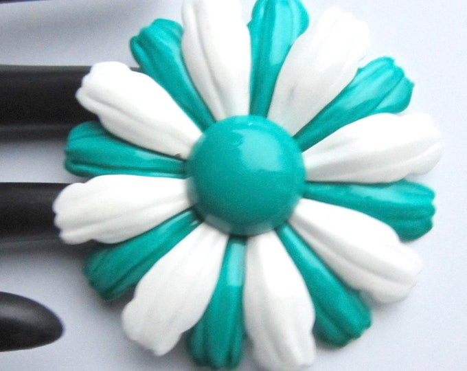 "Oversized ""FLOWER POWER green & white enamel pin ~mid century, vintage costume jewelry"