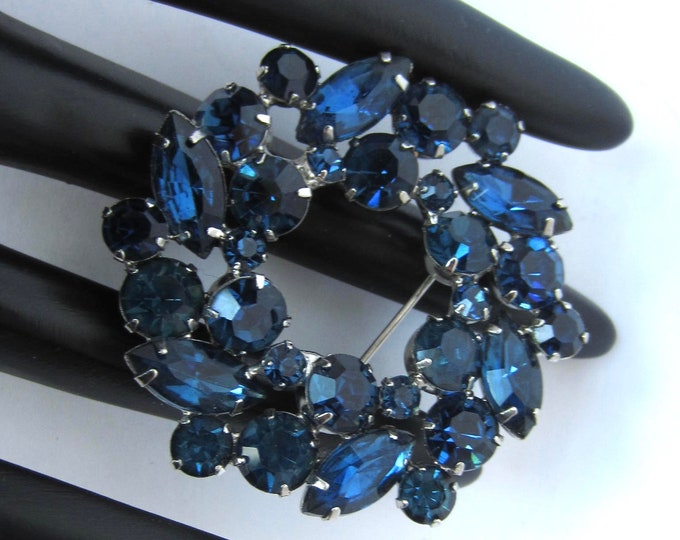 Juliana D&E dazzling COLORS of BLUE crystal, floral wreath PIN ~lovely, vintage costume jewelry