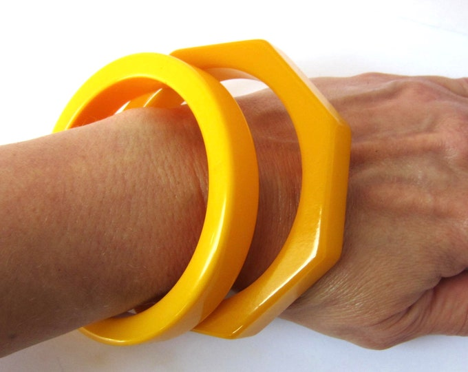 Bakelite tested SET of bright yellow Octagon & sliced cut Bangle Bracelets ~56 gms of awesome vintage costume jewelry
