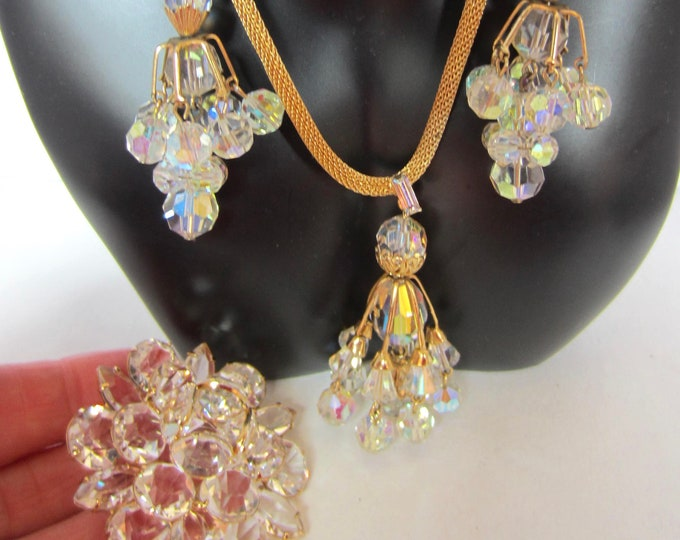 Fascinating CHANDELIER Aurora Borealis Crystal NECKLACE with gold tone MESH Chain, Earrings, & Pin Trio ~lovely, vintage costume jewelry set