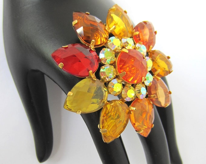 Joan Rivers signed shades of citrine crystal FLOWER pin ~pretty, vintage costume jewelry
