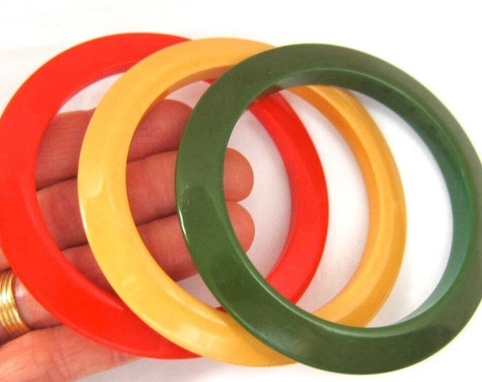 """3 BAKELiTE tested Red, Green, & Yellow """"Flying Saucer"""" Bangle Bracelet Lot ~44 gms of stackable, collectible vintage costume jewelry"""