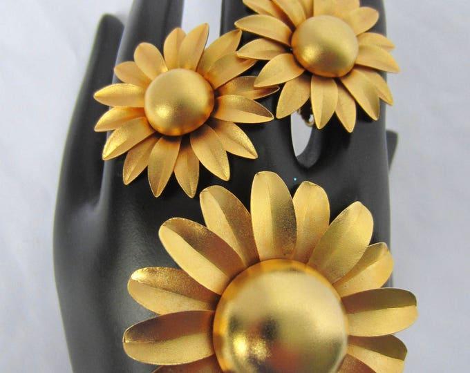 Elegent GOLDEN flower power domed ENAMEL pin & earring set ~lovely vintage costume jewelry