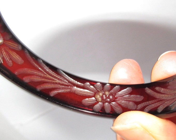 BAKELITE tested translucent Cherry Amber Reverse Carved Bangle Bracelet ~awesome, vintage costume jewelry