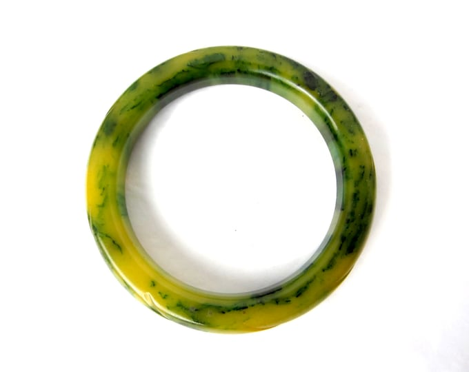"""Carved BAKELITE tested green marbled """"ink splat"""" Bangle Bracelet ~34 gms of unique vintage costume jewelry"""