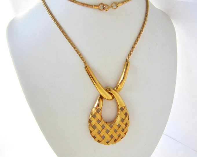 Big Woven BASKET weave Pendant & original Chain set ~pretty, gold tone vintage costume jewelry