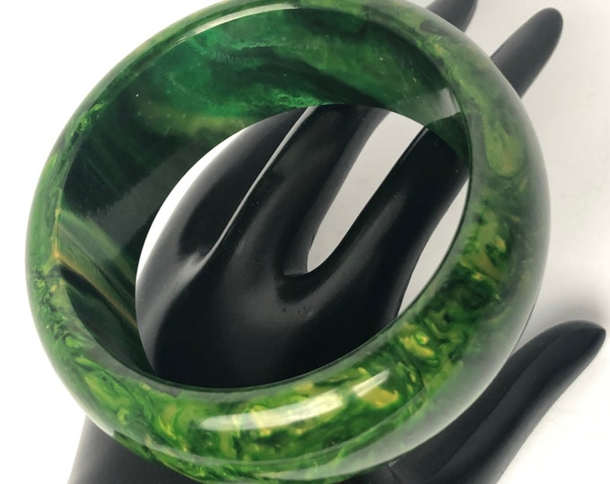 Hefty, Marbled Bakelite tested GREEN End-of-the-Day Bangle Bracelet ~73 gms of outstanding early plastic jewelry