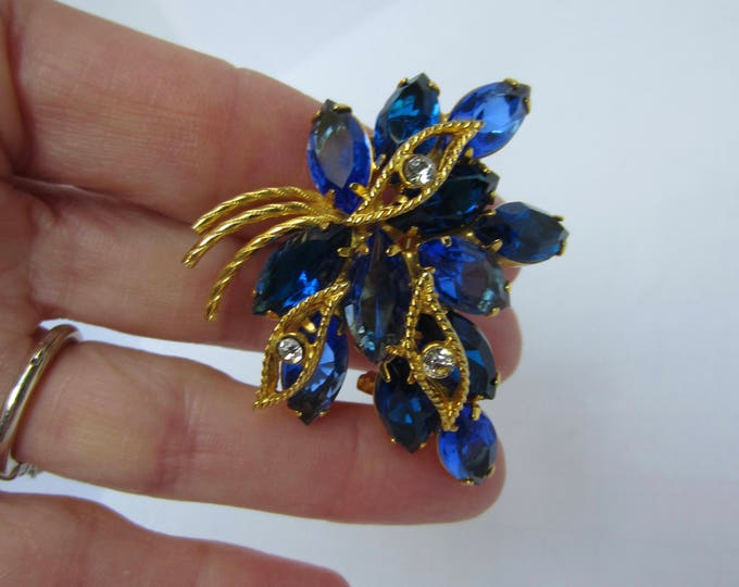 "Juliana style cascading ""Colors of BLUE"" flower spray pin ~pretty, vintage costume jewelry"