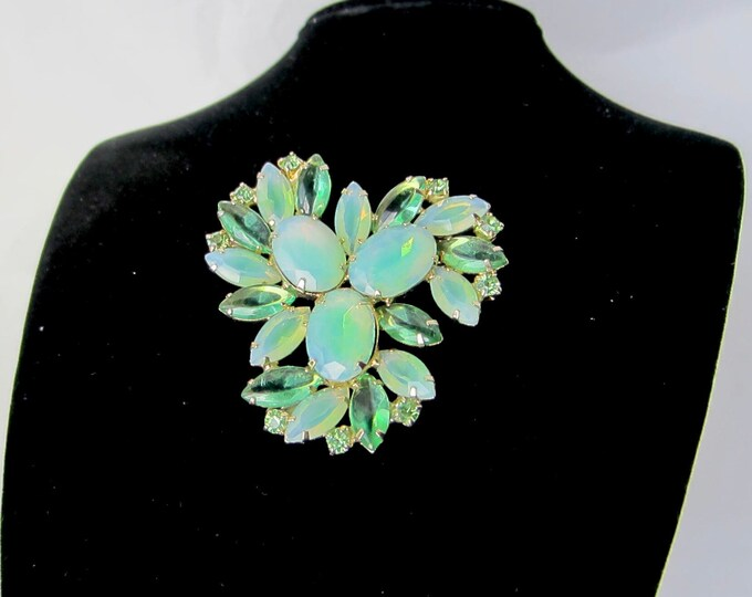 Juliana style green opalescent crystal Pin ~30 gms of pretty, mid-century costume jewelry