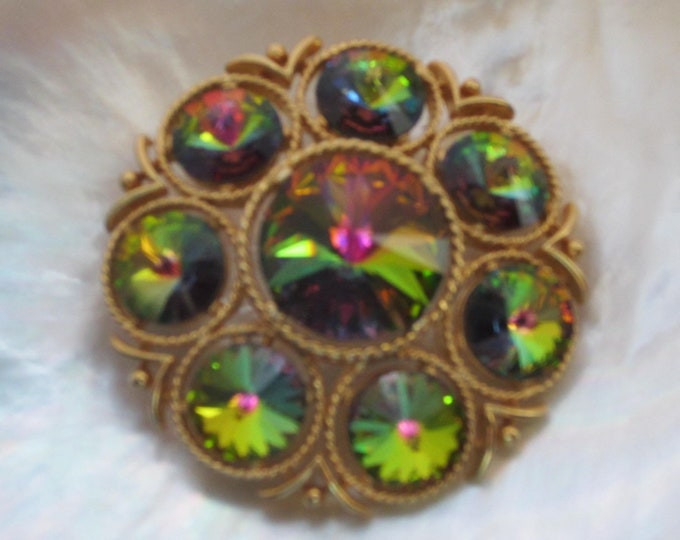 LISNER signed watermelon Raspberry, Blue, Green peacock color RIVOLI crystal domed Pin ~mesmerizing, vintage costume jewelry
