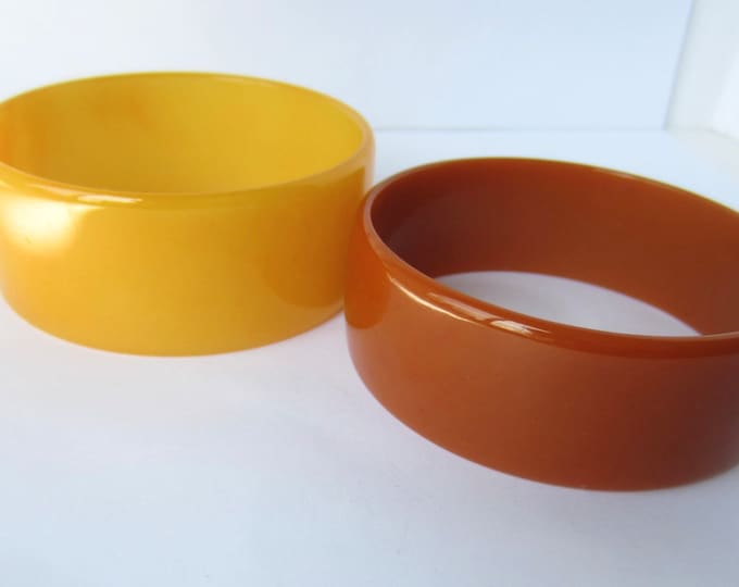 Pair of BAKELITE tested toffee & egg yolk Bangle Bracelets ~39 gms of modernist vintage costume jewelry