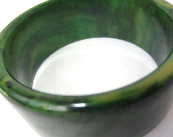 Bakelite tested GREEN marbled Bangle Bracelet -50 gms of pretty vintage costume jewelry