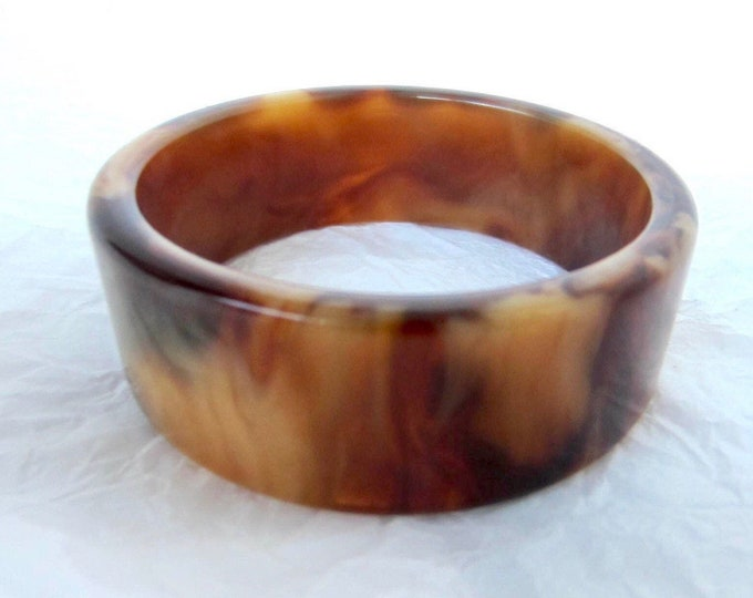 Pretty acrylic mocha swirl Bangle Bracelet ~pretty, chunky costume jewelry