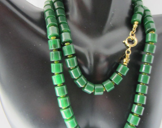 Trifari signed GREEN barrel bead NECKLACE ~pretty, vintage costume jewelry