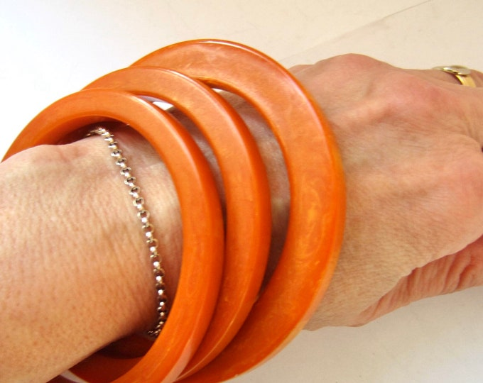 3 BAKELiTE tested stackable, warm PUMPKiN flatty/slice-cut, marbled Bangles Bracelets ~45 gms of awesome vintage costume jewelry